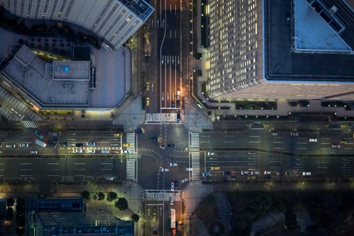 Traffic「Japan, Tokyo, Aerial view of traffic and street at Shinjuku Ward」:スマホ壁紙(3)
