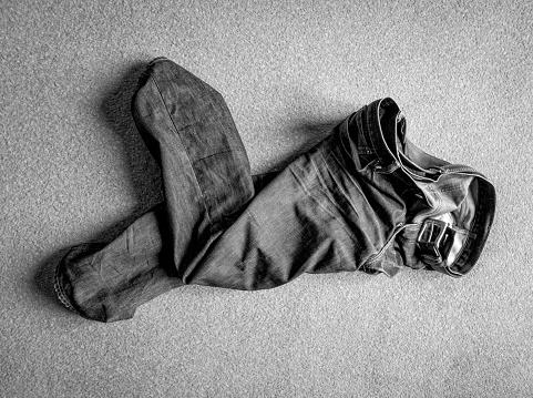 Belt「Jeans thrown on a carpet」:スマホ壁紙(19)
