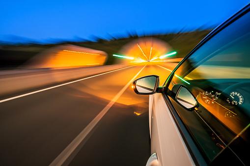 スローモーション「高速道路を車」:スマホ壁紙(16)