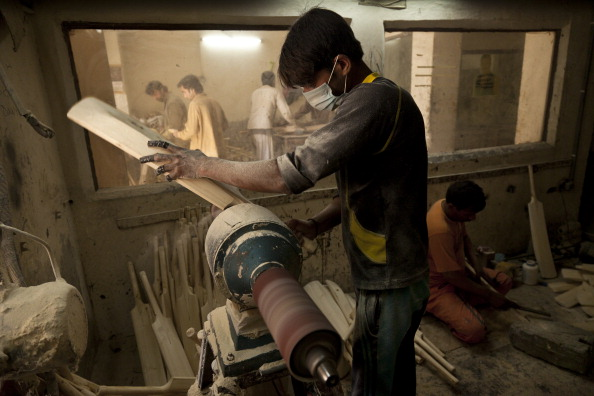 Indian Subcontinent Ethnicity「Cricket Bat Factory」:写真・画像(11)[壁紙.com]