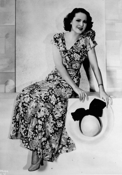 Sundress「Mary Briand. US-american actor. In summer dress and with a panama hat. 1932.m Photograph. (Photo by Imagno/Getty Images) Mary Briand. US-amerikanische Schauspielerin. Im Sommerkleid und mit Panamahut. 1932. Photographie.」:写真・画像(7)[壁紙.com]