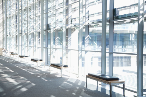 Corporate Business「Windows in lobby of office building」:スマホ壁紙(4)