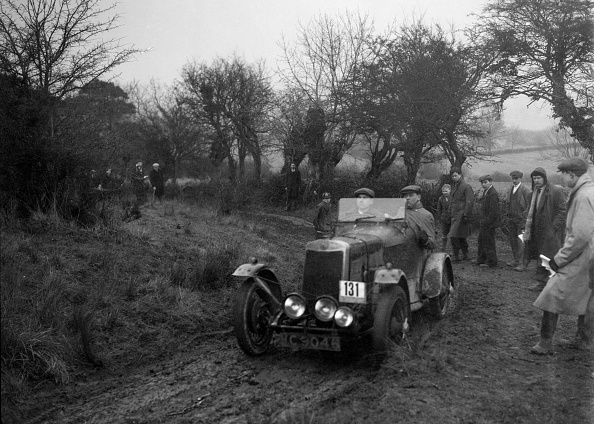 Country Road「Lea-Francis of CH Wagstaff at the Sunbac Colmore Trial, near Winchcombe, Gloucestershire, 1934」:写真・画像(0)[壁紙.com]