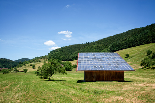 Solar Energy「Solar Panels on a Barn」:スマホ壁紙(6)