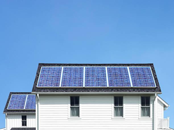 Solar panels on roof of white house:スマホ壁紙(壁紙.com)