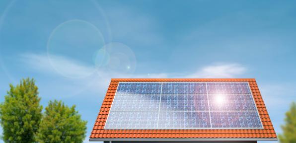Solar Energy「Solar Panels on a house roof under blue sky」:スマホ壁紙(19)