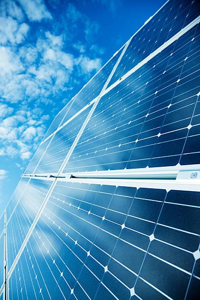Solar Panels Against Blue Sky:スマホ壁紙(壁紙.com)