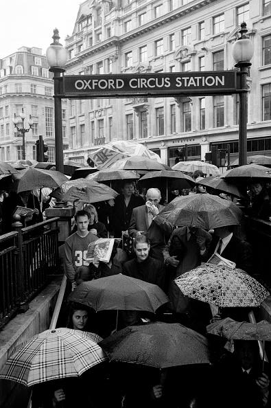 Umbrella「Underground station」:写真・画像(17)[壁紙.com]