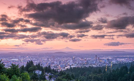 Mt Hood「Dramatic colorful sunrise over Mount Hood and foggy Portland Oregon city downtown」:スマホ壁紙(8)