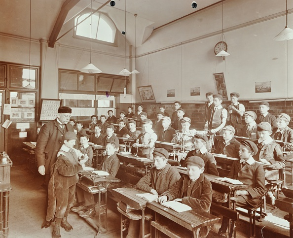 Schoolboy「Boys Laying The Phylacteries, Jews' Free School, Stepney, London, 1908. Artist: Unknown.」:写真・画像(12)[壁紙.com]