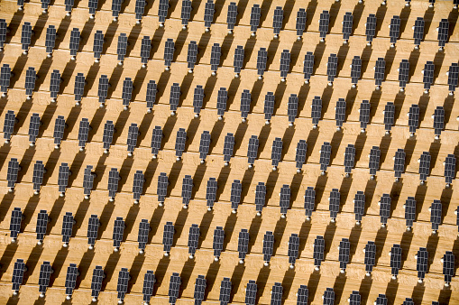 Solar Energy「Rows of solar panels in desert」:スマホ壁紙(19)