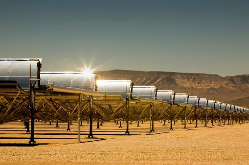 Desert「Rows of solar panels in desert」:スマホ壁紙(2)