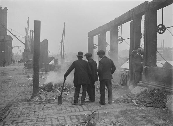 Construction Machinery「Workmen On Thames Embankment」:写真・画像(13)[壁紙.com]