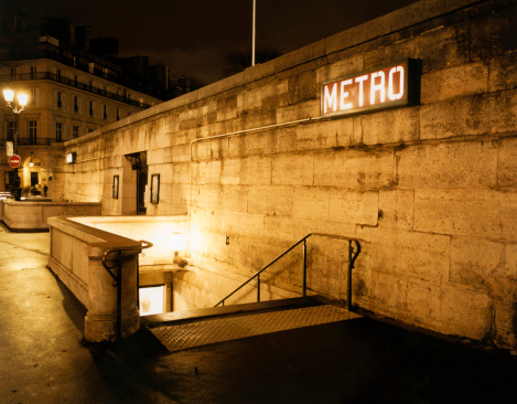 France「Paris Metro Entrance at Night」:スマホ壁紙(19)