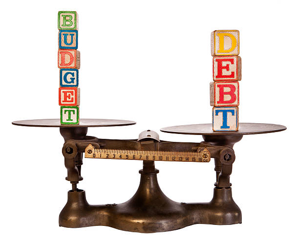 Debt Outweighs budget on Antique Scale:スマホ壁紙(壁紙.com)