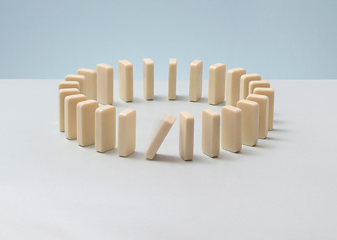 Rebellion「Dominoes in a circle, one falling.」:スマホ壁紙(7)