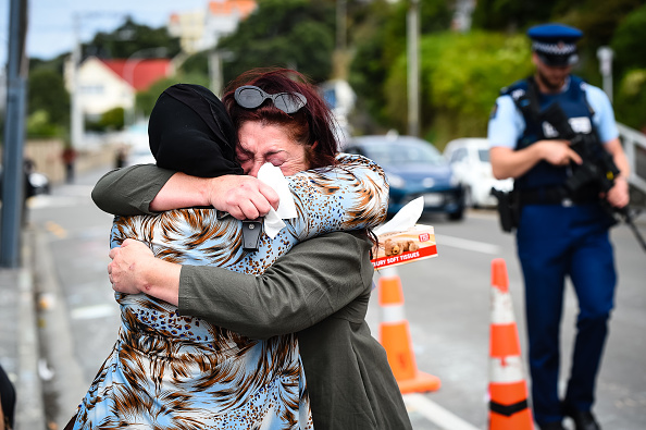 Following - Moving Activity「Prime Minister Ardern Lays Wreath And Visits With Islamic Community Leaders At Kilbirnie Mosque」:写真・画像(8)[壁紙.com]