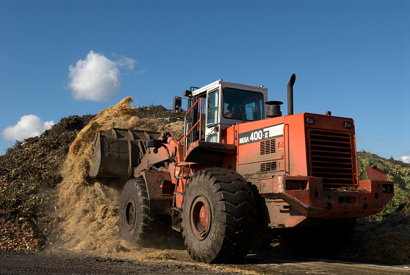 Dust「Tractor at site for recycling garden waste, Suffolk, UK」:写真・画像(8)[壁紙.com]