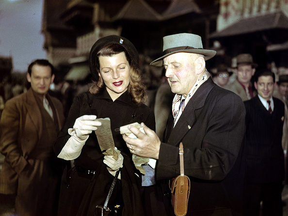 Sports Track「Rita Hayworth looking at her racing form at the racetrack in Paris in 1950」:写真・画像(3)[壁紙.com]