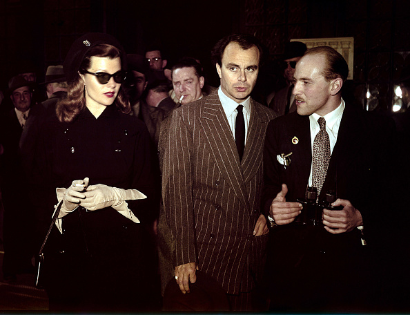 Sports Track「Rita Hayworth with husband Ali Khan at the racetrack of Auteuil, Paris. 1950」:写真・画像(2)[壁紙.com]