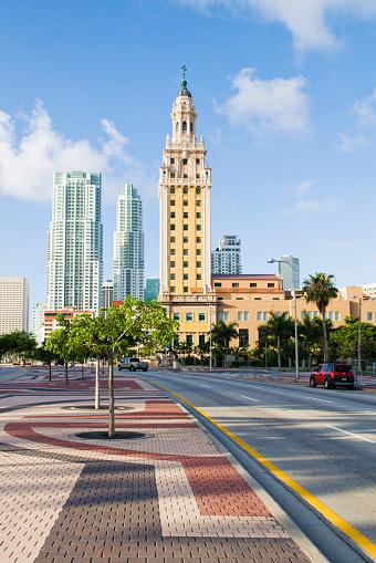 Miami「Highrise buildings in urban city」:スマホ壁紙(16)