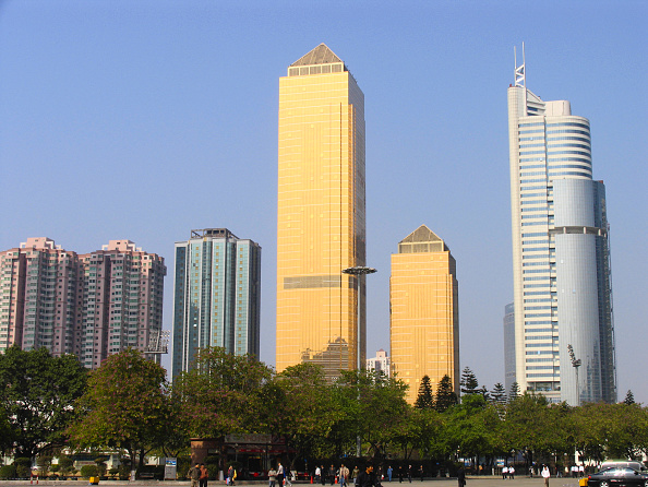Clear Sky「High-rise buildings in Guangzhou city, Guangdong province, China, 2004.」:写真・画像(17)[壁紙.com]