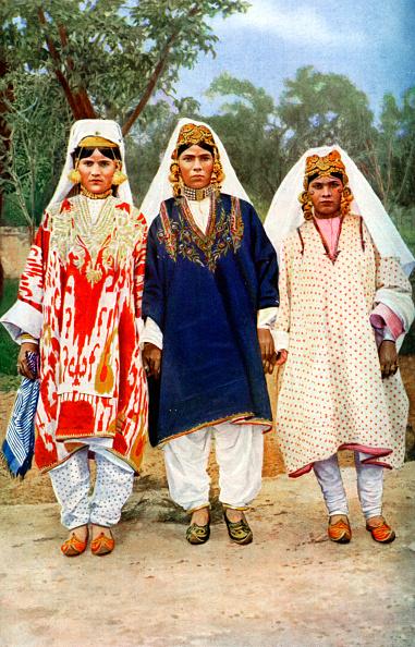 ドレス「Kashmiri women, India, 1922.Artist: Publishers Photo Service」:写真・画像(15)[壁紙.com]