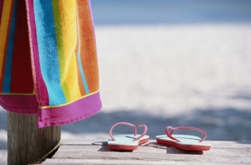 Wooden Post「Flip-flops and towel on boardwalk at beach」:スマホ壁紙(5)