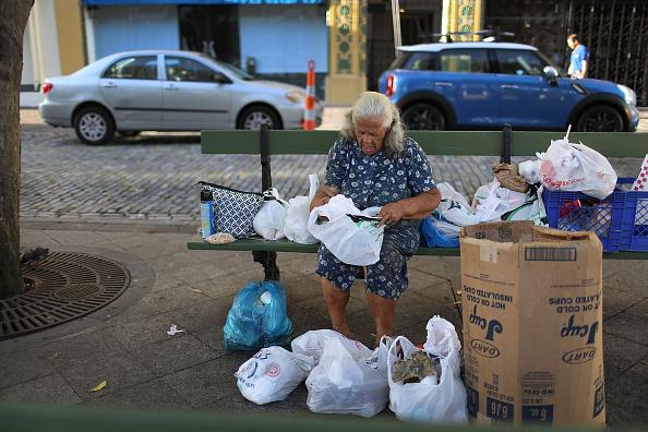 Bench「Puerto Rico Teeters On Edge Of Massive Default」:写真・画像(3)[壁紙.com]