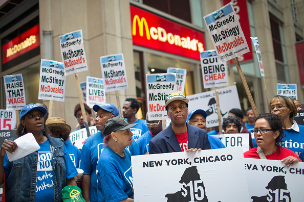 Occupation「Chicago Fast Food Workers Rally For $15 Minimum Wage」:写真・画像(8)[壁紙.com]