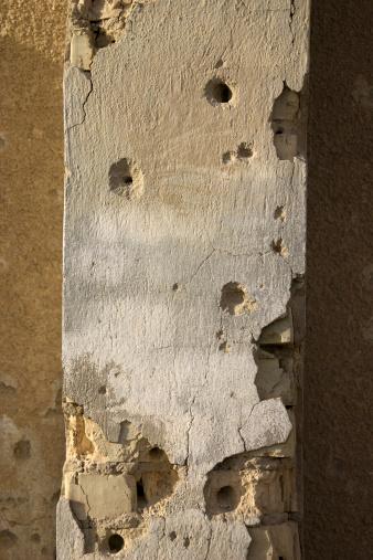 Ruined「Holed Wall」:スマホ壁紙(1)