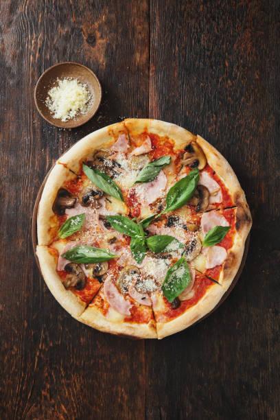 Pizza with ham, mozzarella, mushrooms, herbs:スマホ壁紙(壁紙.com)