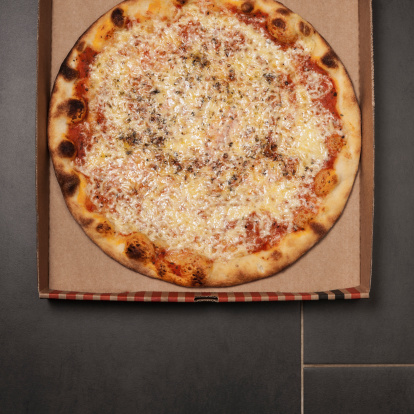 Pizza Box「Pizza with cheese, tomato sauce and oregano in pizza box」:スマホ壁紙(16)
