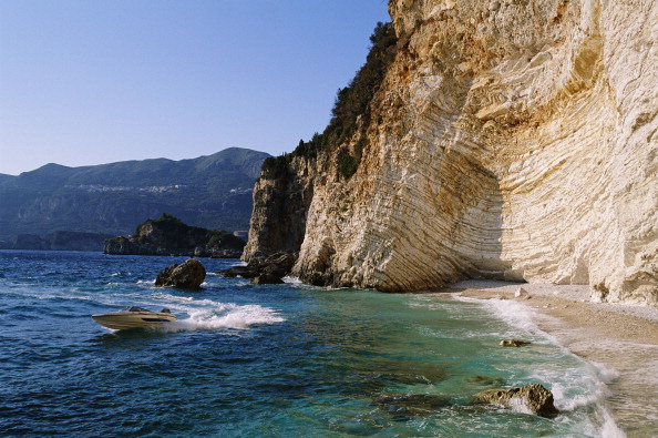 Beach「A Speedboat On The Ionian Sea」:写真・画像(2)[壁紙.com]