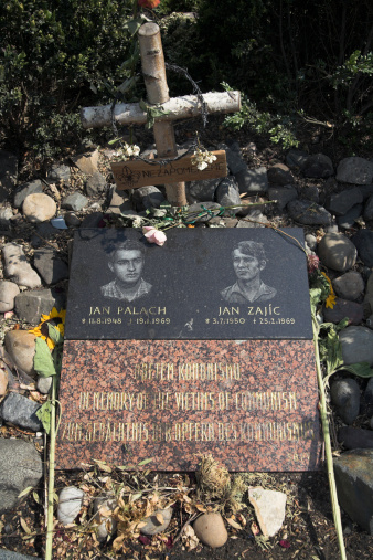 UNESCO「Memorial for two Czech demonstrators, Jan Palach and Jan Zajic who burned themselves alive as a protest against communism, Prague, Czechoslovakia, Czech Republic, Europe」:スマホ壁紙(11)