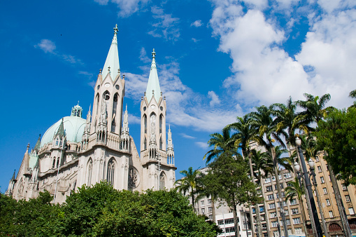 Cathedral「Se Cathedral exterior on bright cloudy day」:スマホ壁紙(6)