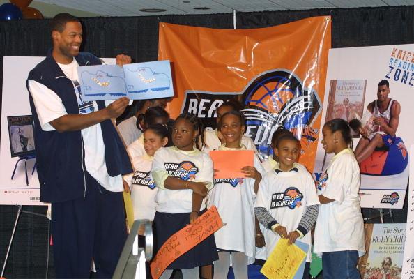 Marcus Camby「New York Knicks Launch Reading Zone」:写真・画像(3)[壁紙.com]