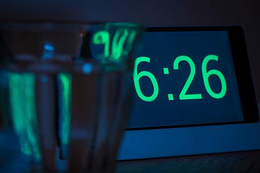 Alertness「Digital alarm clock」:スマホ壁紙(2)
