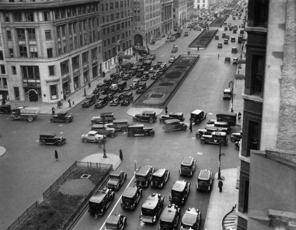 City Life「View of Park Avenue and 57th Street, New York City's most frequented crossroad at that time. Around 1930.  (Photo by Austrian Archives (S)/Imagno/Getty Images)」:写真・画像(13)[壁紙.com]