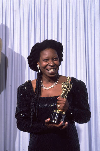 Whoopi Goldberg Receives an Oscar:ニュース(壁紙.com)