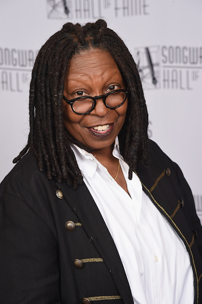 Whoopi Goldberg「Songwriters Hall Of Fame 48th Annual Induction And Awards - Backstage」:写真・画像(7)[壁紙.com]