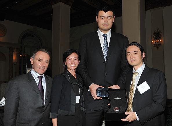 Yao Ming「Girard-Perregaux And Asia Society Honor NBA Great Yao Ming With Steve Nash」:写真・画像(2)[壁紙.com]