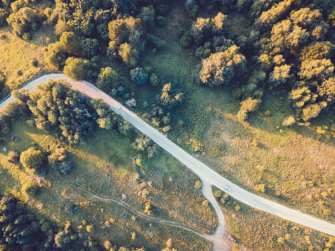 Winding Road「Drone view of mountain road」:スマホ壁紙(13)