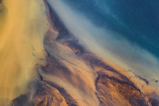 Dramatic Landscape「Drone view of shoreline in Iceland」:スマホ壁紙(17)