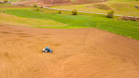 Insecticide「Drone view of a farmer is spraying a freshly plowed field with his tractor」:スマホ壁紙(16)
