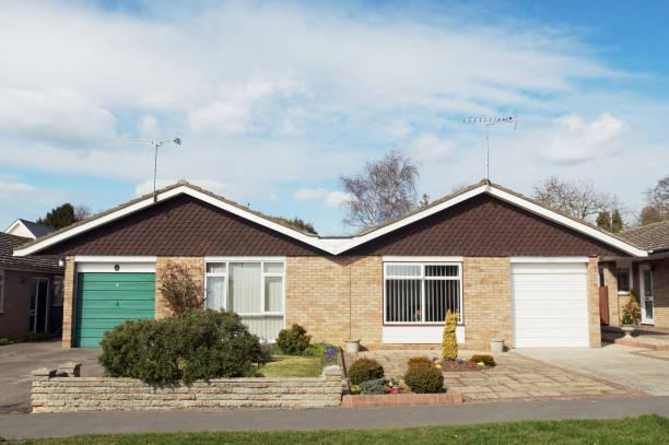 Semi-detached bungalows, Suffolk, UK:ニュース(壁紙.com)