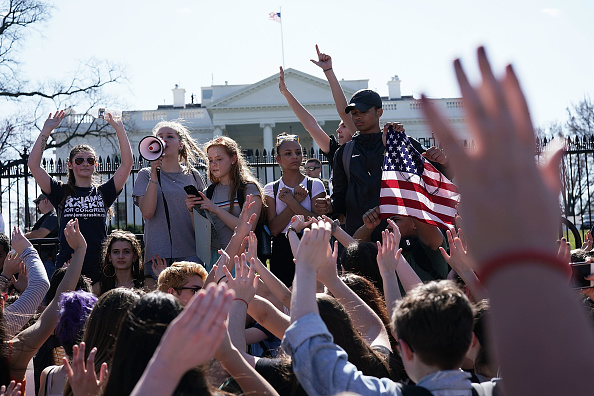 Alex Wong「Students From A Maryland High School Organize Walkout And March On Capitol Demanding Gun Control Action From Congress」:写真・画像(8)[壁紙.com]