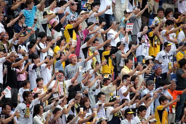 Baseball - Sport「People Make Simultaneous Toast To Challenge Guinness World Record」:写真・画像(14)[壁紙.com]
