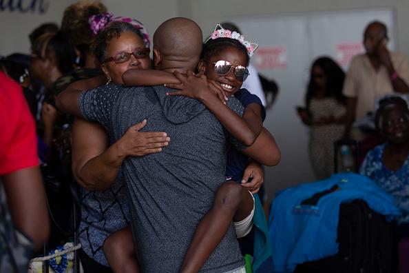 West Palm Beach「Bahamian Refugees From Hurricane Dorian Arrive In Florida」:写真・画像(7)[壁紙.com]