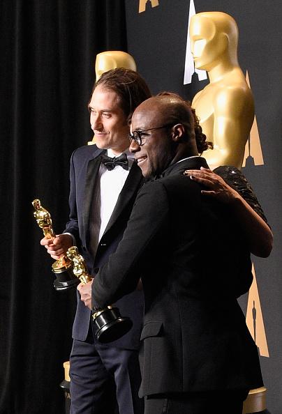 Best Screenplay Award「89th Annual Academy Awards - Press Room」:写真・画像(10)[壁紙.com]